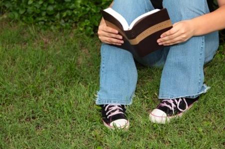 teenager reading Bible